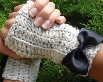Oatmeal Fingerless Gloves by Mademoiselle Mermaid