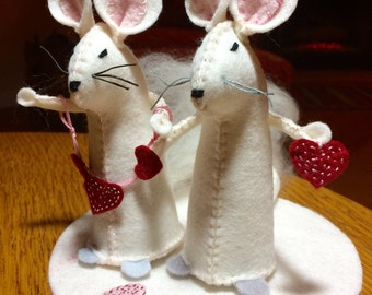 White Mouse with Hearts