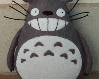 PDF pattern to make a fetl Totoro.