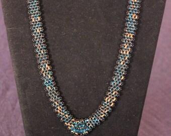 V-necklace and bracelet