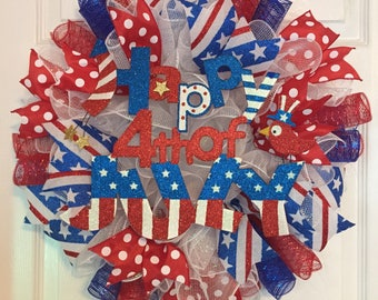 """20"""" Patriotic/4th of July Deco Meah Wreath with """"Happy 4th of July"""" Sign - Red/White/Blue"""
