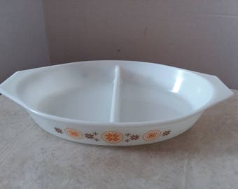 Vintage Town and Country  Orange and Brown Pyrex divided Casserole dish bakeware ovenware 1.5Q