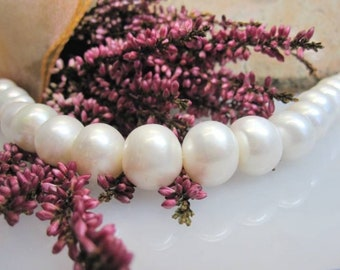 Bargain: Almost round 12-14 mm freshwater pearl Strand