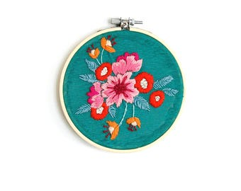 Shaman - Embroidered flowers on drum type turquoise linen fabric