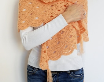 Peach blush triangle crochet scarf, mohair crochet triangle shawl, wedding triangle scarf, pastel mohair triangle wrap, bridal pastel cape