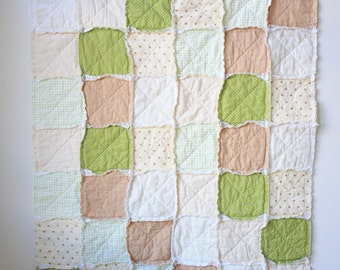 Green baby quilt - Gender neutral rag quilt - Crib rag quilt
