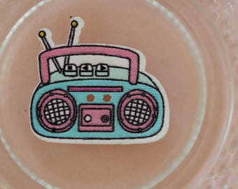button wood radio K7 blue and pink