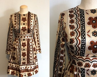 Vintage 60s 70s Floral Print Dress / Hippie Boho Brown Cream Black Flower Print Dress / Mid Century Mod Dress / Extra Small