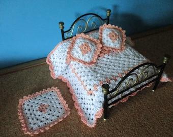 Set quilt + 2 cushions + carpet for dollhouses 1:12 scale. Miniaturas casa de muñecas Colcha +alfombra+2 cojines escala 1 12