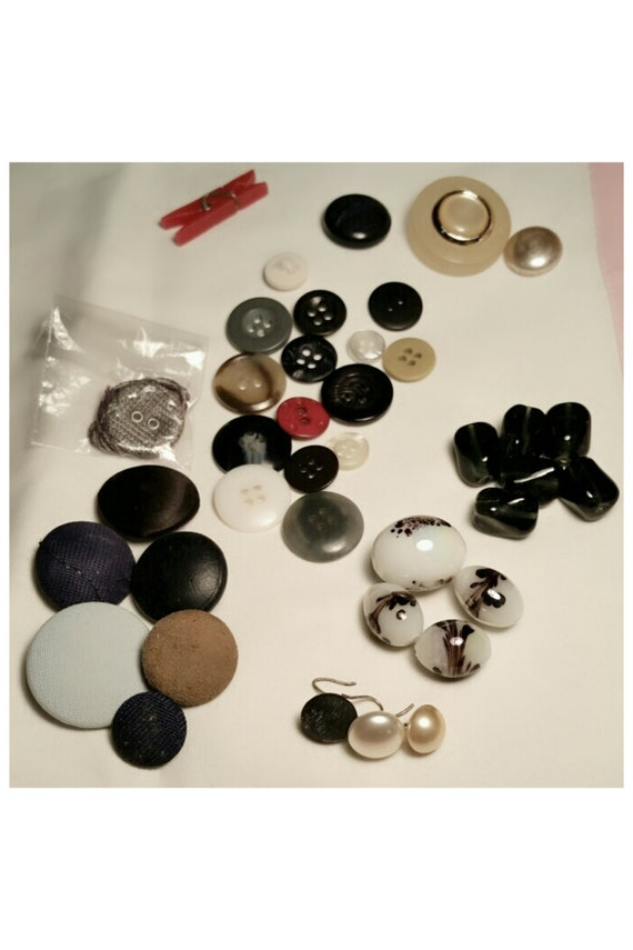 Beads Buttons Lot Vintage 38 Pieces Opalescent & Purple Black Beads Hooked Buttons Four Hole Buttons Jewelry Supplies Embellishments