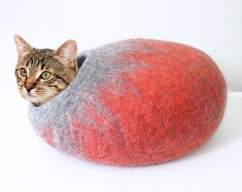 Felted Wool cat cave in Coral and Grey colours, simple design, 100% natural eco friendly pet house, wool felted cat cocoon, cat bed house