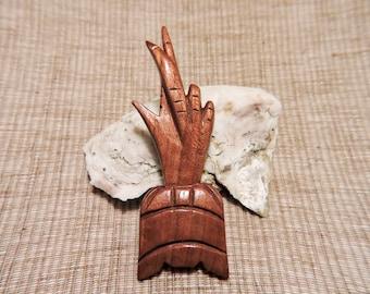Vintage Mid-Cenutry wooden Polynesian pineapple pin brooch