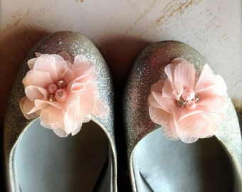 Shoe clips with pearls and rhinestones in  grey, ivory, honeysuckle, peach, pink, off white  Flower Girl Bride Bridesmaids Shoe clips