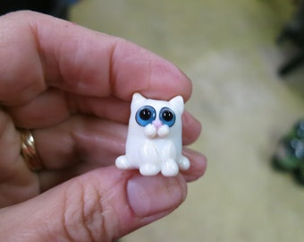 Cream-Colored Cat Lampwork Glass Bead