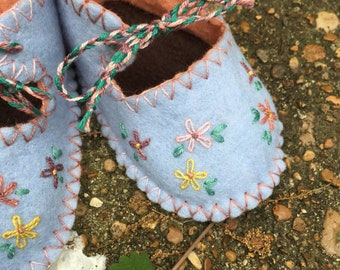 Spring Daisy Moccasins