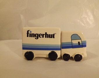 FREE SHIPPING vintage salt and pepper shakers Finger Hut truck (Vault 9)