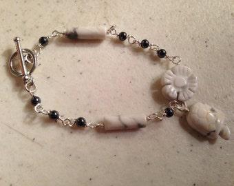 Turtle Bracelet - Children Bracelet - Gray and White Jewelry - Silver Jewellery - Flower - Hematitle Gemstone - Howlite - Charm