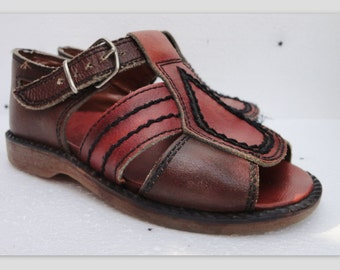 70s Vintage Childrens Sandals // Leather // Size 9 // 4,5 Year