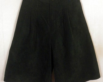 vtg 80s Bushwacker ladies Forest Green Leather Pleated High Waist Shorts sz 8