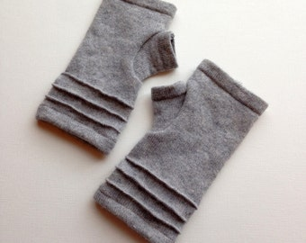 cashmere fingerless gloves / wrist warmers / driving gloves in light gray