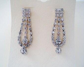 Vintage Sparkling Clear Rhinestones Pierced Earrings
