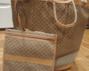Vintage Gucci bag with matching pouch