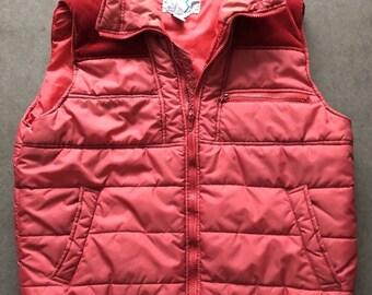 Vintage Ski alpin Puffer Vest rouge des hommes avec embellissement en velours côtelé - taille M