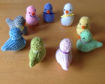 A hand knitted Spring chick to cover a Cadbury's creme egg or similar in choice of colours.