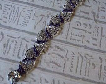 Micro macrame bracelet in purple and silver