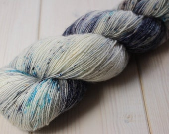 Skein hand - dyed Fingering Single - 100% superwash Merino - 100 g / 366 m - blue