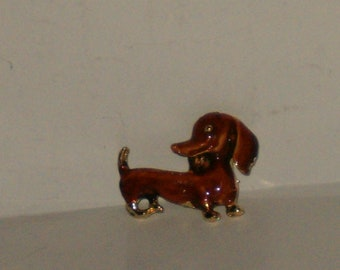 Vintage Gold Tone And Brown Enamel Dachshund Dog Brooch Pin