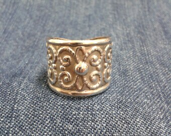 Lovely Patterned Egyptian Silver Ring