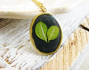Green Leaf Necklace, Pressed Flower Necklace, Leaf Necklace, Botanical Jewelry, Resin Jewelry, Nature Pendant