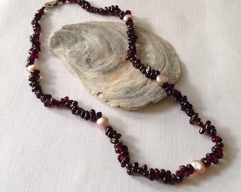 Garnet and pearl gemstone necklace