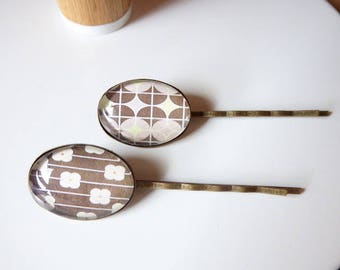 Pattern 70th cabochon hair clips