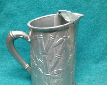 Aluminum Hammered Everlast Bamboo Handled Water Pitcher With Ice Lip