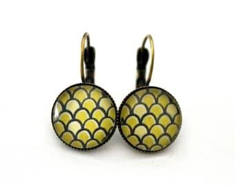 "Small earrings cabochon ""scales"" Green Apple Stud Earrings - vintage retro brass"