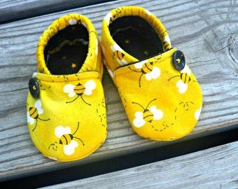 Baby shoe / bumble Bee Crib Shoes / Baby Girl