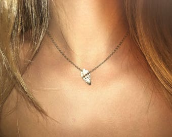 Dainty Shell necklace short