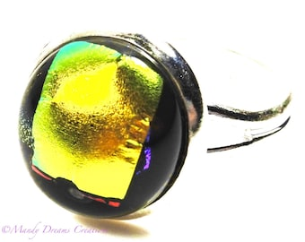 Cabochon ring in bright yellow and black dichroic glass, luminous, handmade, unique piece