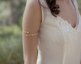 Bande de bras perles Twiggy, accessoire de mariage, Bracelet de bras en feuille d'or, bijoux grec, Bracelet féerique, inspiré de la Nature, Boho Chic, hippie