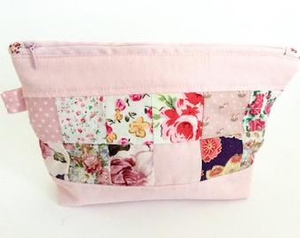 Zipper pouch/ makeup bag/ makeup purse/ zipper purse/ patchwork purse/ patchwork bag/ handmade purse/ zipper patchwork bag/ birthday gift/