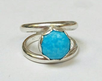 Sterling silver handmade ring with 8m kingman turquoise  cabochon, hallmarked at the Edinburgh assay office