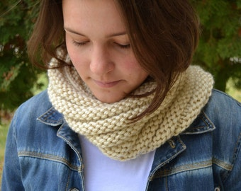 BOSSO - TAN Off white cream beige Infinity Cowl Hand Knit Scarf Snood (2783 3037)