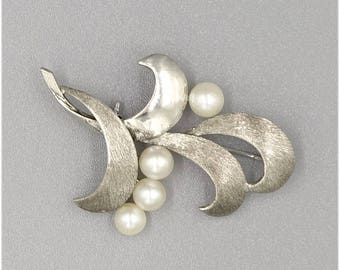 Signed Mikimoto Sterling Silver And Pearls Smooth And Textured Pin