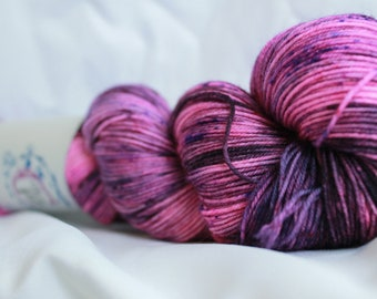 PURPLE ADJUSTMENT- Speckled super wash merino nylon sock 100 grams 463 yds 75, 25