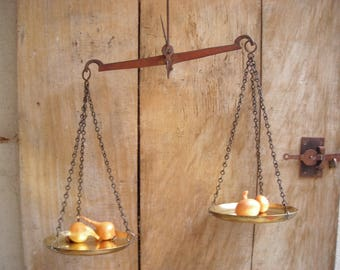 """Vintage brass pan balance.  """"Scales of Justice"""" balance. French Scales. Vintage Balance. Kitchen Decor."""