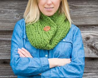 Chunky Button Cowl Scarf - Grass Green