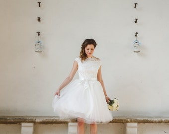 Champagne wedding dress in tulle and lace beige strapless