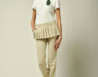 Ecru trousers  with a pleated part on the front